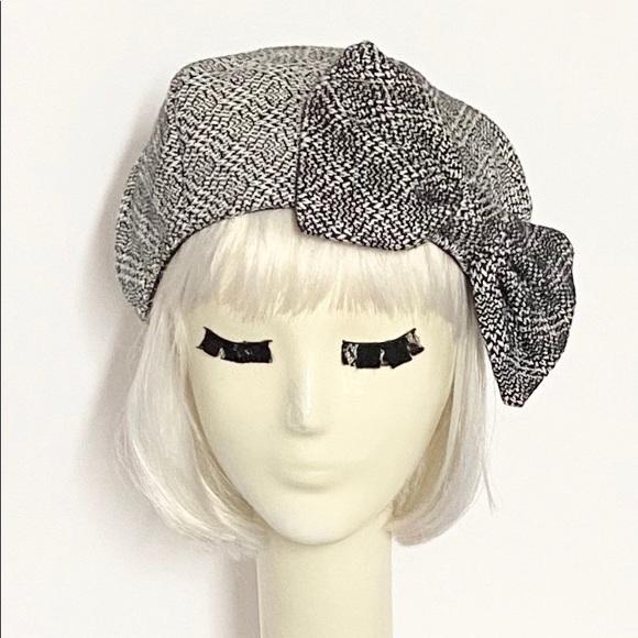 Beret hat bow